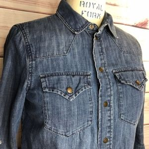 Madewell Tops - Madewell denim cowgirl blouse long sleeve size xs